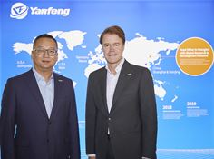 From left to right: Ni Jiawen, Yanfeng Executive Committee member and CEO for YFT and Han Hendriks, CTO for YFT