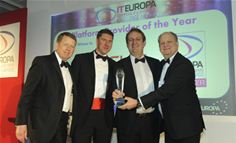 Laurent Zelmanowicz, Vice President Sales EMEA, ISV/OEM at Oracle receiving the Platform of the Year award from John Garratt, editor of IT Europa