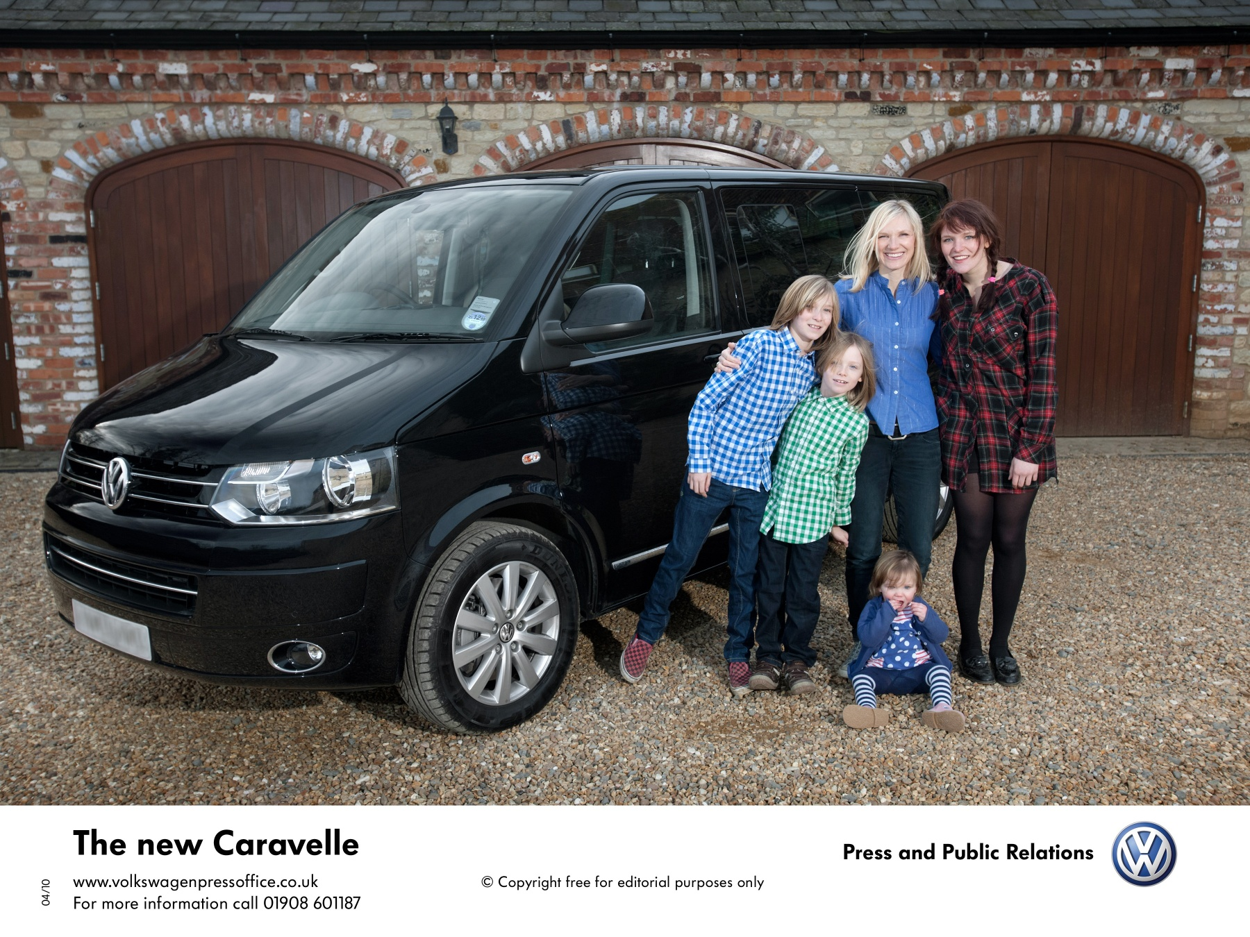 Jo Whiley and her new Volkswagen Caravelle | RealWire RealResource